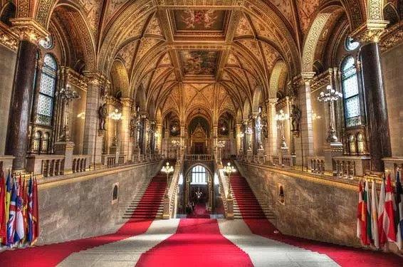 hungarian parliament tour