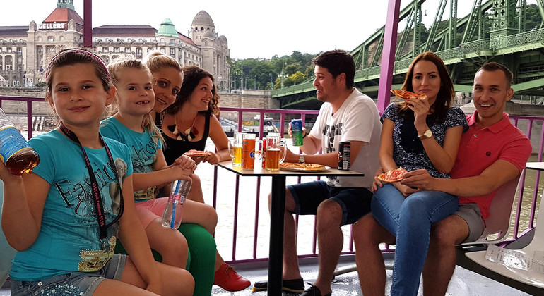 pizza-&-beer-cruise with sightseeing tour